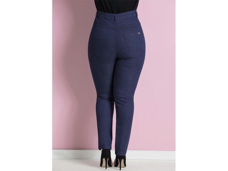 Calça Quintess confeccionada em jeans com elastano. Modelo skinny 432003ba245