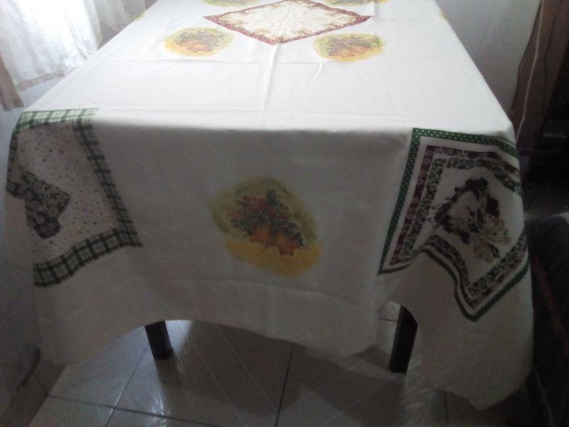 Toalha de mesa     tamanho:  2 metros, cor: pérola