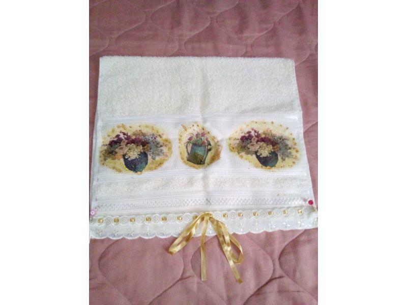 Kit toalha de rosto e sabonete  com decoupagem