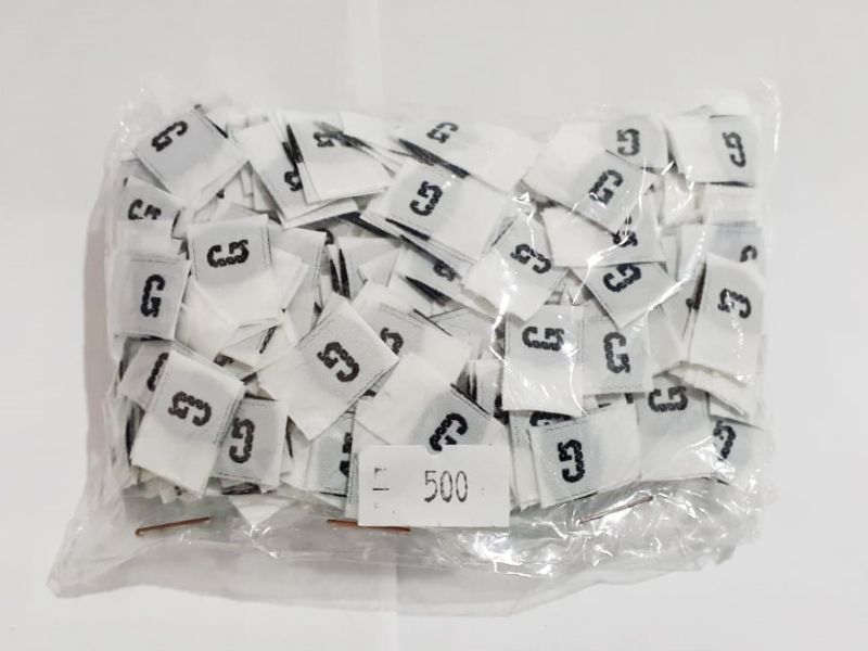 Etiqueta Tafetá Bordada - 100 unid. - Cortada (Dobrada ao meio)