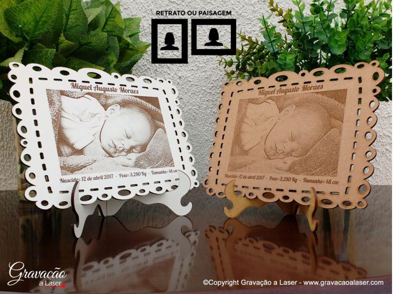 Placa c/ moldura recortada - Fotogravação a laser - 12x17 cm - Bebê